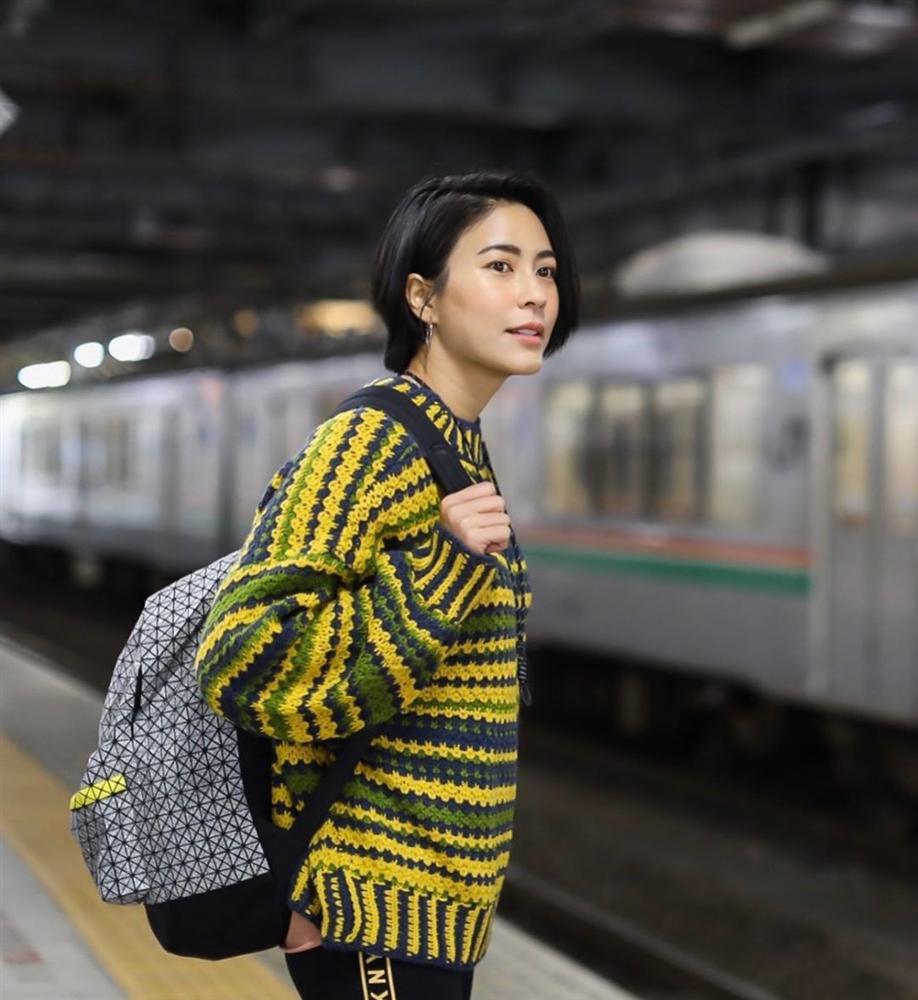 Chiêm ngưỡng những set đồ Đông chất lừ của bà xã dượng Chat, chị em sẽ mong trời lạnh thật nhanh để mặc mốt như cô ấy-1