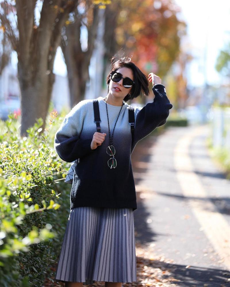 Chiêm ngưỡng những set đồ Đông chất lừ của bà xã dượng Chat, chị em sẽ mong trời lạnh thật nhanh để mặc mốt như cô ấy-4