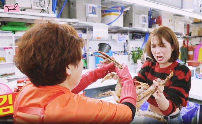 Ngọc Trinh ăn hải sản bữa tiền triệu nhưng vẫn không quên mang theo một món rẻ tiền quê nhà-5