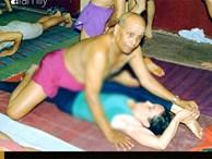 Quấy rối tình dục trong lớp Yoga - lộ liễu nhưng ít người nhận ra: Những tư thế nhạy cảm và đụng chạm khiếm nhã từ giáo viên khiến học viên phải 'đỏ mặt'