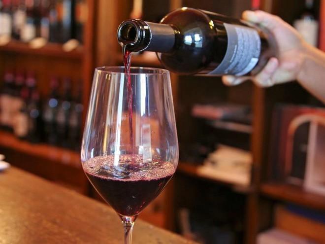 Uống 1 ly rượu vang mỗi ngày lợi hay hại?-1