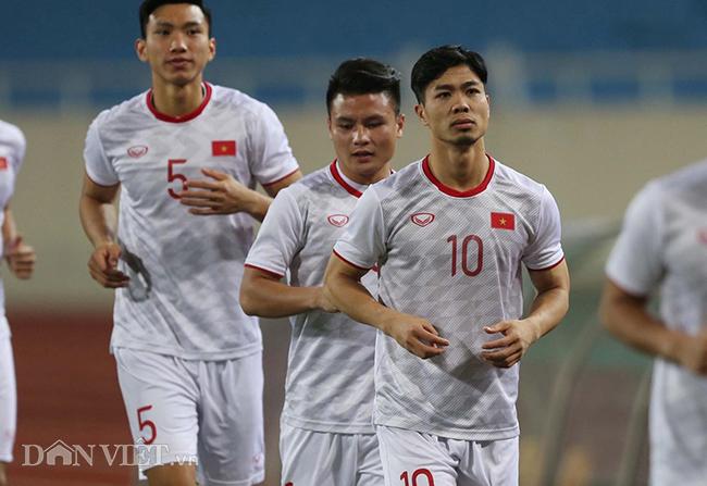 Đội mưa tập luyện trước trận gặp UAE: Công Phượng, Văn Hậu bị soi-2