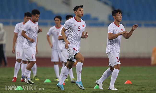 Đội mưa tập luyện trước trận gặp UAE: Công Phượng, Văn Hậu bị soi-3