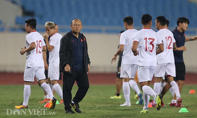 Đội mưa tập luyện trước trận gặp UAE: Công Phượng, Văn Hậu bị soi-4