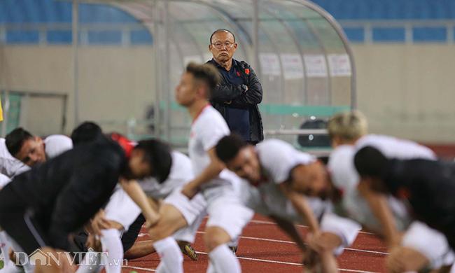 Đội mưa tập luyện trước trận gặp UAE: Công Phượng, Văn Hậu bị soi-5