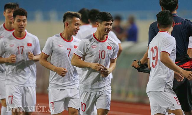 Đội mưa tập luyện trước trận gặp UAE: Công Phượng, Văn Hậu bị soi-6