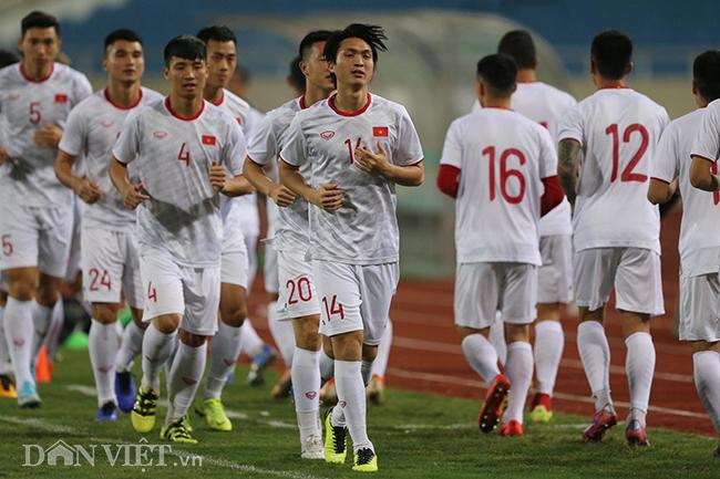 Đội mưa tập luyện trước trận gặp UAE: Công Phượng, Văn Hậu bị soi-10