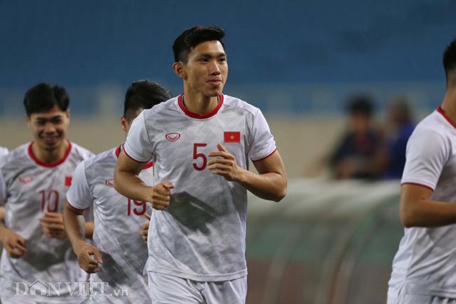 Đội mưa tập luyện trước trận gặp UAE: Công Phượng, Văn Hậu bị soi-7