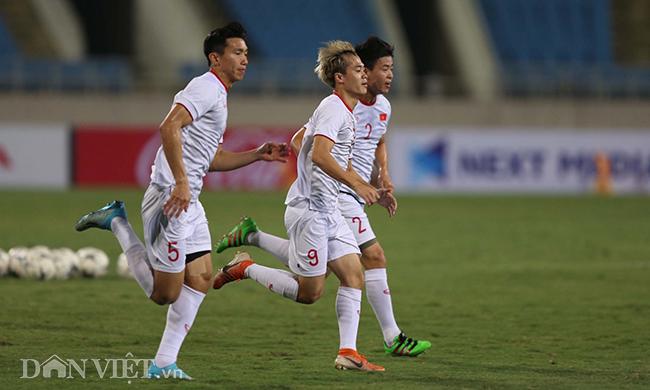 Đội mưa tập luyện trước trận gặp UAE: Công Phượng, Văn Hậu bị soi-9