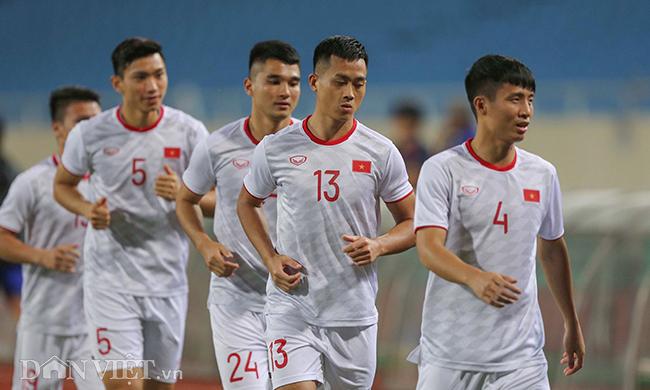 Đội mưa tập luyện trước trận gặp UAE: Công Phượng, Văn Hậu bị soi-14
