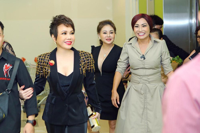 Sau Lý Nhã Kỳ lại đến Việt Hương gây choáng váng khi diện set đồ gần 6 tỷ đồng đi dự sự kiện-4