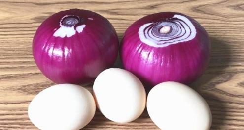 Đổ 3 quả trứng vào hành tây: Món ăn đơn giản nhưng ngon không ngờ-1