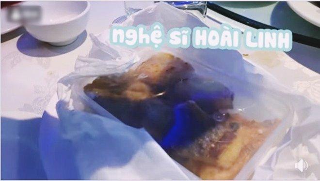 Hoài Linh giấu kỹ bọc thức ăn giữa bàn tiệc toàn vi cá, tôm hùm, mở ra ai cũng thương-5