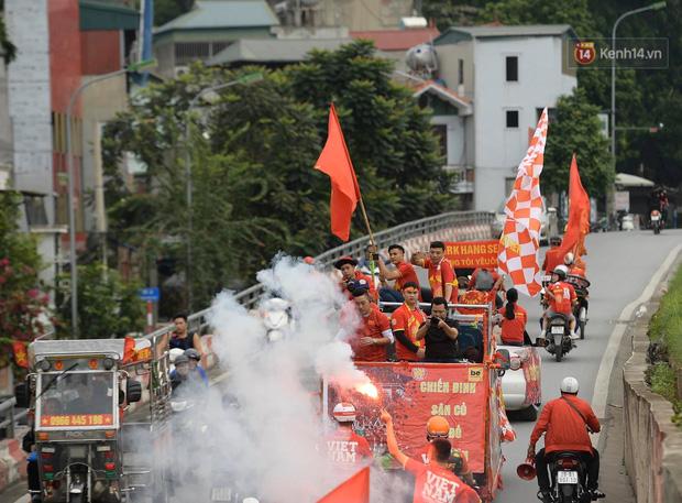 Hàng triệu CĐV vỡ òa trong niềm vui chiến thắng của đội tuyển Việt Nam trước UAE-48