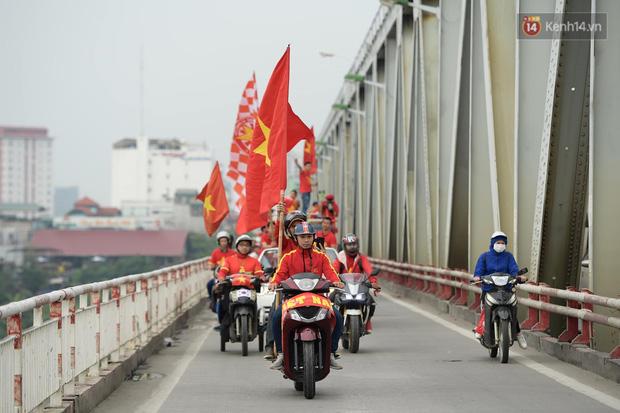 Hàng triệu CĐV vỡ òa trong niềm vui chiến thắng của đội tuyển Việt Nam trước UAE-49