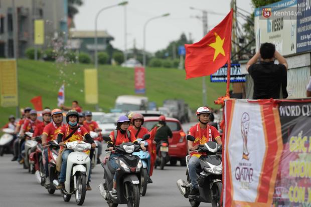 Hàng triệu CĐV vỡ òa trong niềm vui chiến thắng của đội tuyển Việt Nam trước UAE-51