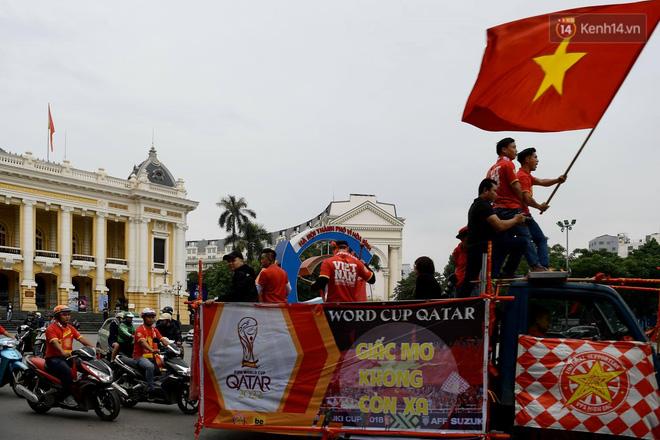 Hàng triệu CĐV vỡ òa trong niềm vui chiến thắng của đội tuyển Việt Nam trước UAE-52