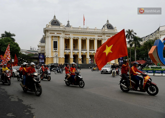 Hàng triệu CĐV vỡ òa trong niềm vui chiến thắng của đội tuyển Việt Nam trước UAE-53