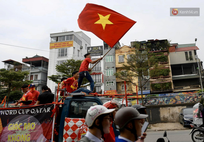 Hàng triệu CĐV vỡ òa trong niềm vui chiến thắng của đội tuyển Việt Nam trước UAE-54
