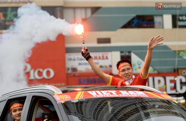 Hàng triệu CĐV vỡ òa trong niềm vui chiến thắng của đội tuyển Việt Nam trước UAE-55