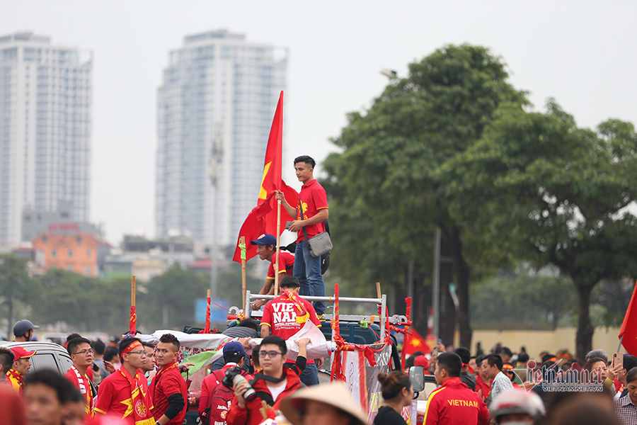 Hàng triệu CĐV vỡ òa trong niềm vui chiến thắng của đội tuyển Việt Nam trước UAE-35