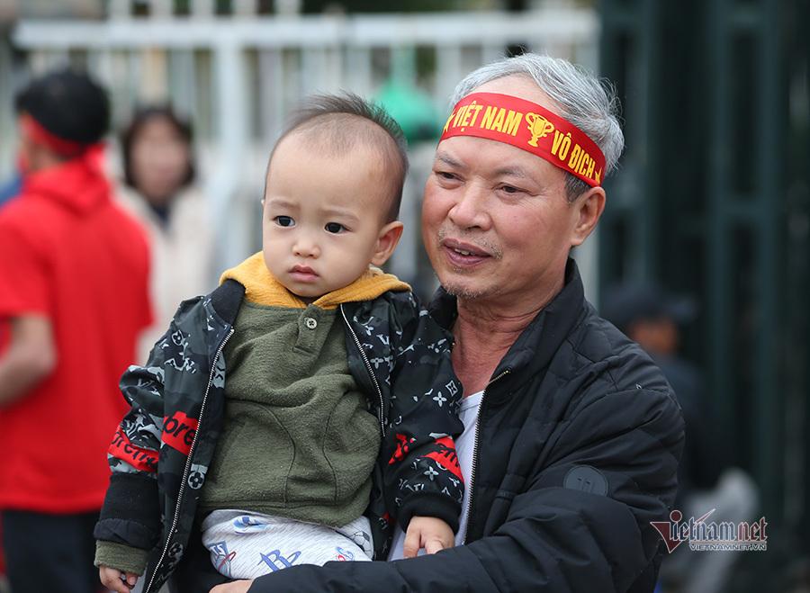 Hàng triệu CĐV vỡ òa trong niềm vui chiến thắng của đội tuyển Việt Nam trước UAE-37