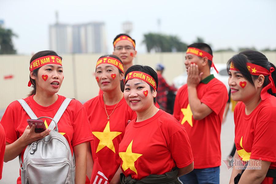 Hàng triệu CĐV vỡ òa trong niềm vui chiến thắng của đội tuyển Việt Nam trước UAE-39