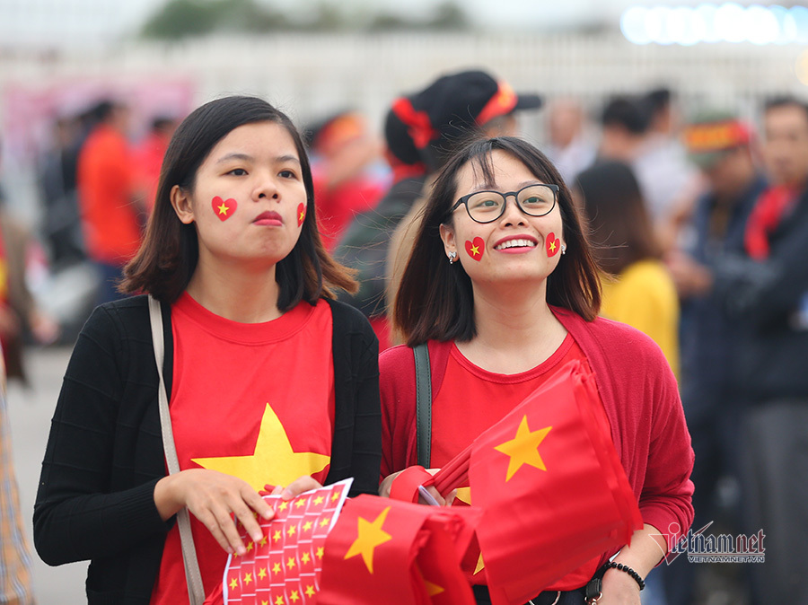 Hàng triệu CĐV vỡ òa trong niềm vui chiến thắng của đội tuyển Việt Nam trước UAE-40