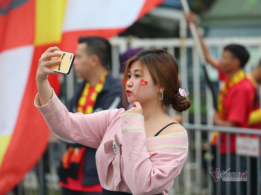 Hàng triệu CĐV vỡ òa trong niềm vui chiến thắng của đội tuyển Việt Nam trước UAE-44