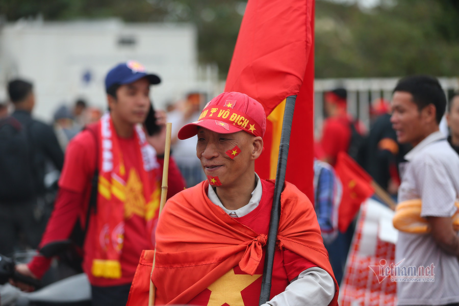 Hàng triệu CĐV vỡ òa trong niềm vui chiến thắng của đội tuyển Việt Nam trước UAE-42
