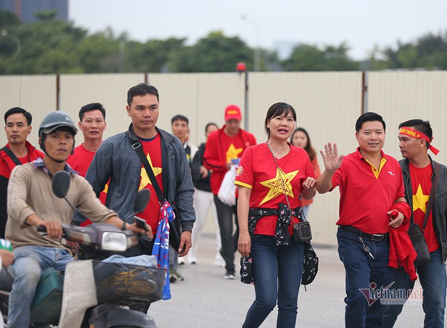 Hàng triệu CĐV vỡ òa trong niềm vui chiến thắng của đội tuyển Việt Nam trước UAE-43