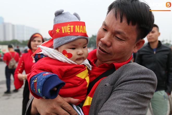 CĐV gặp khó khăn khi đến cổ vũ tuyển Việt Nam, các dịch vụ ngoài sân Mỹ Đình tăng giá đến mức phi lý-6