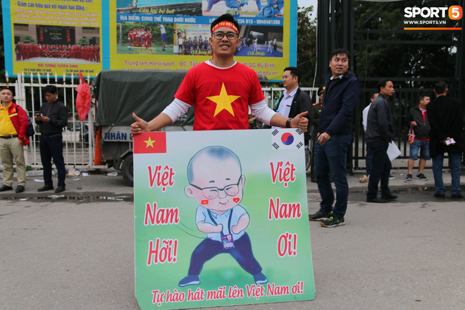 CĐV gặp khó khăn khi đến cổ vũ tuyển Việt Nam, các dịch vụ ngoài sân Mỹ Đình tăng giá đến mức phi lý-7