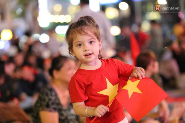 Hàng triệu CĐV vỡ òa trong niềm vui chiến thắng của đội tuyển Việt Nam trước UAE-34