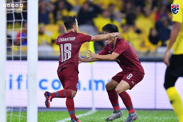 Malaysia ngược dòng trước Thái Lan, giúp Việt Nam lên đầu bảng-1