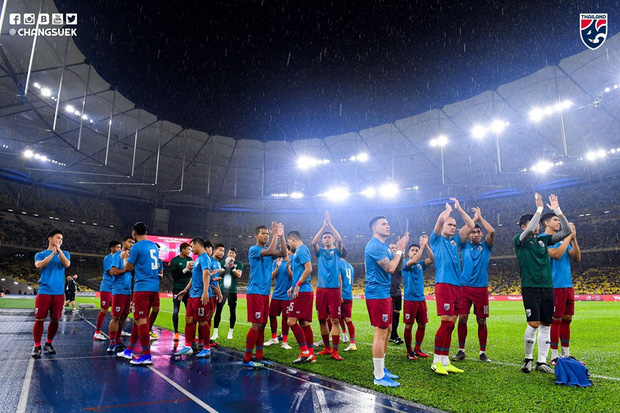 Malaysia ngược dòng trước Thái Lan, giúp Việt Nam lên đầu bảng-5