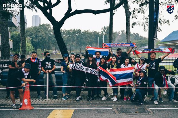 Malaysia ngược dòng trước Thái Lan, giúp Việt Nam lên đầu bảng-6