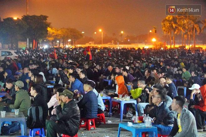 Hàng triệu CĐV vỡ òa trong niềm vui chiến thắng của đội tuyển Việt Nam trước UAE-4