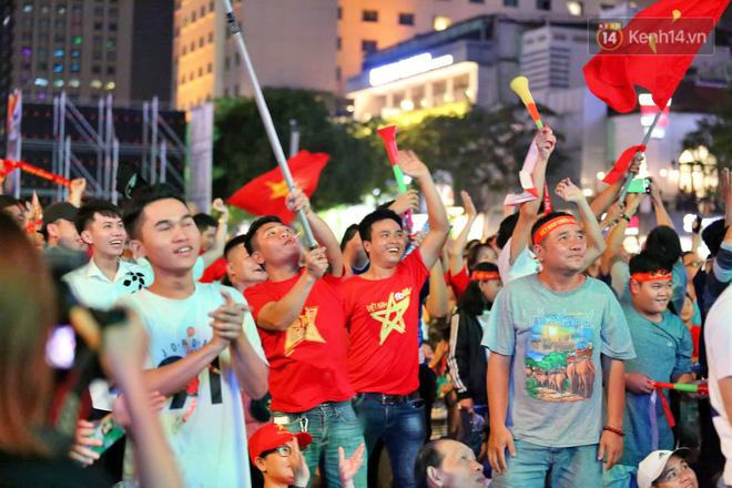 Hàng triệu CĐV vỡ òa trong niềm vui chiến thắng của đội tuyển Việt Nam trước UAE-5