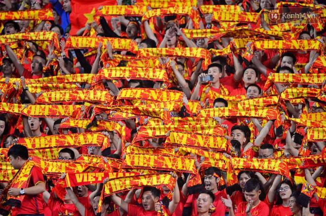 Hàng triệu CĐV vỡ òa trong niềm vui chiến thắng của đội tuyển Việt Nam trước UAE-15
