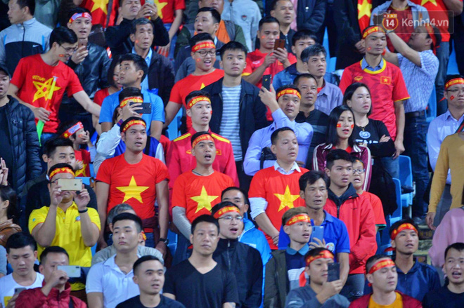 Hàng triệu CĐV vỡ òa trong niềm vui chiến thắng của đội tuyển Việt Nam trước UAE-17