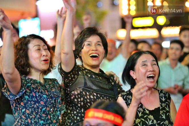 Hàng triệu CĐV vỡ òa trong niềm vui chiến thắng của đội tuyển Việt Nam trước UAE-7