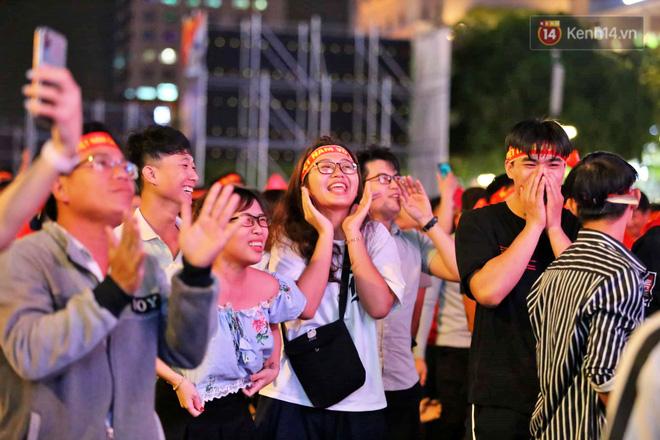 Hàng triệu CĐV vỡ òa trong niềm vui chiến thắng của đội tuyển Việt Nam trước UAE-8