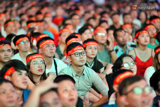 Hàng triệu CĐV vỡ òa trong niềm vui chiến thắng của đội tuyển Việt Nam trước UAE-20