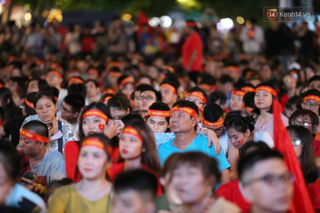 Hàng triệu CĐV vỡ òa trong niềm vui chiến thắng của đội tuyển Việt Nam trước UAE-24