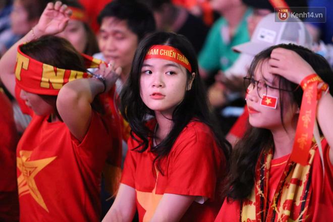 Hàng triệu CĐV vỡ òa trong niềm vui chiến thắng của đội tuyển Việt Nam trước UAE-25