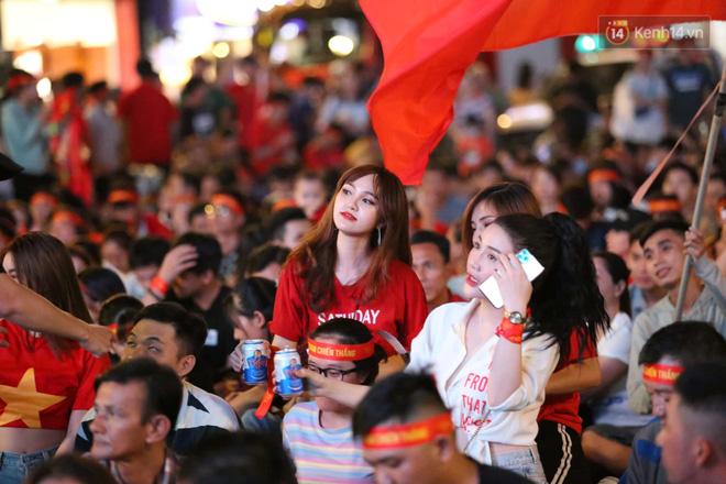 Hàng triệu CĐV vỡ òa trong niềm vui chiến thắng của đội tuyển Việt Nam trước UAE-26