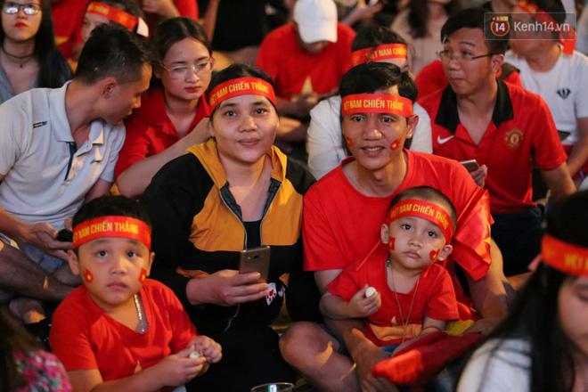 Hàng triệu CĐV vỡ òa trong niềm vui chiến thắng của đội tuyển Việt Nam trước UAE-27