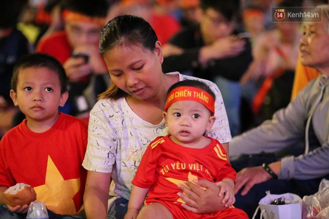Hàng triệu CĐV vỡ òa trong niềm vui chiến thắng của đội tuyển Việt Nam trước UAE-29