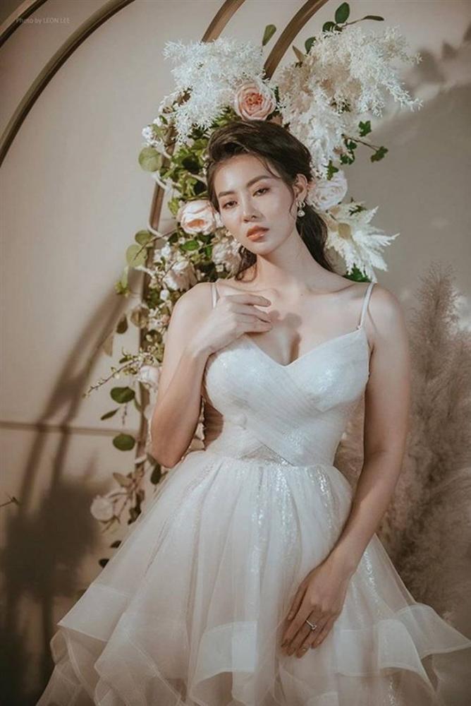 Thanh Hương diện đầm xòe công chúa 2 dây, trưng vòng một căng đầy gợi cảm-1